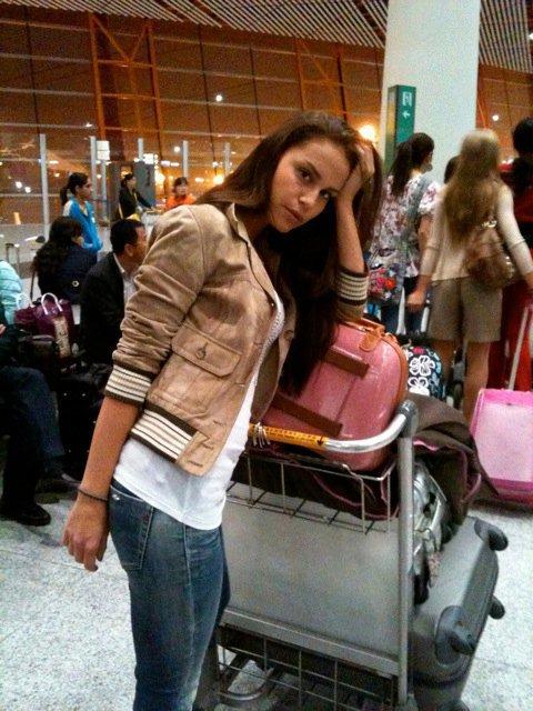 Kalo Jennifer a repülőtéren