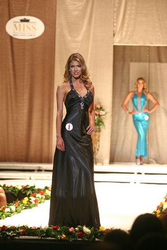 Miss Hungary - Gregori Dóra Estélyiben