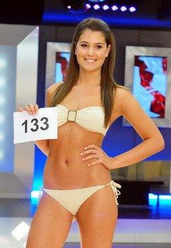 A Szépségkirálynő 2011 egyik jelöltje